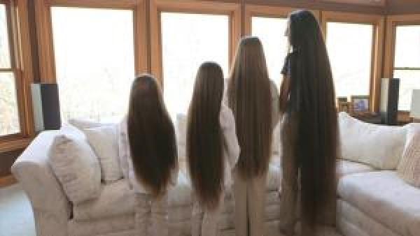 Mamman och döttrarna vägrar att klippa sitt hår - titta bara när de vänder sig om